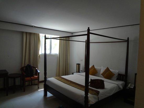 AV Hotel: room