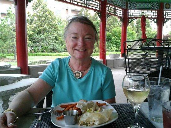 The Pagoda Restaurant & Tea House: Outdoor dining at the Pagoda Restaurant