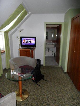 Hotel Mercure Wien Westbahnhof: le salon TV