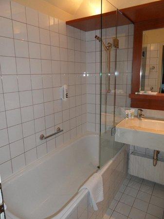โรงแรม แมร์คูเรอ วีนเวสท์บานโฮฟ: salle de bain