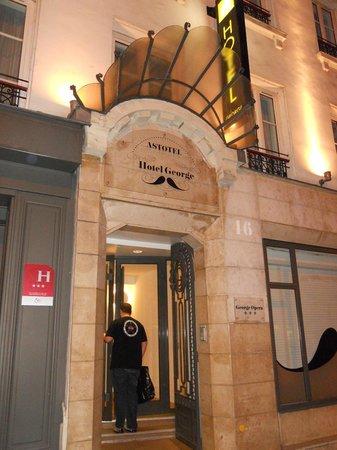 Hotel George - Astotel : puerta entrada al hotel