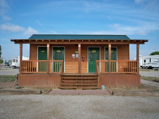Carlsbad KOA: Outside of private bathrooms