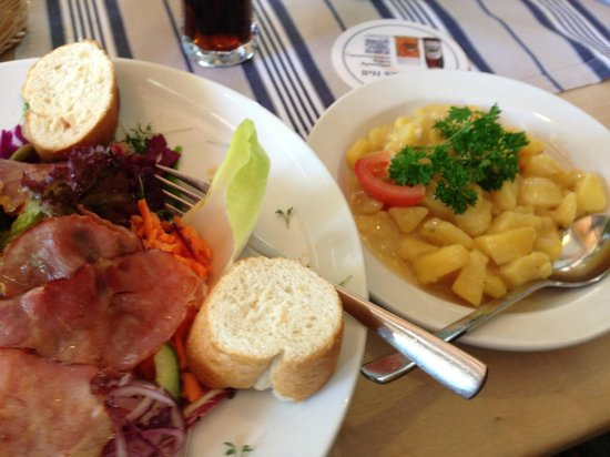 Waldwirtschaft Malepartus: Marvellous salads, speck, bread and meat....