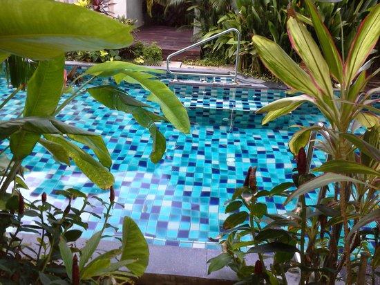 Metadee Resort and Villas: Vue et accès piscine depuis la chambre