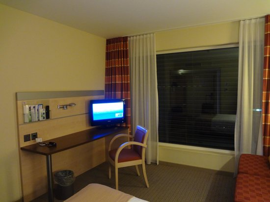 Holiday Inn Express Zurich Airport : Bedroom