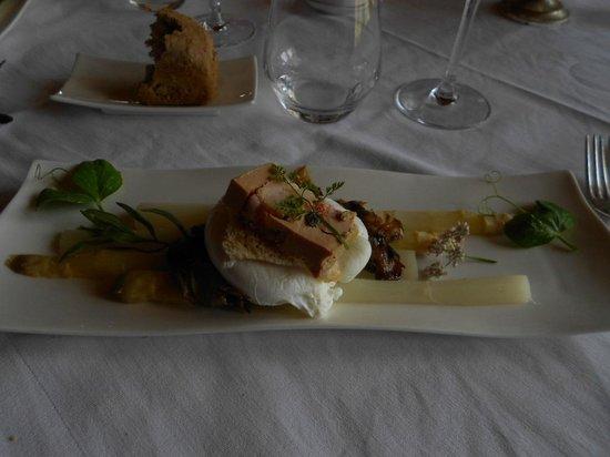 Restaurant de l'Auberge de la Source Peyssou: oeuf poché, foie gras au homard, caramel ...