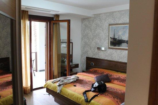 Pension SILVIA: Наша комната. Номер для троих с балконом и видом на море.