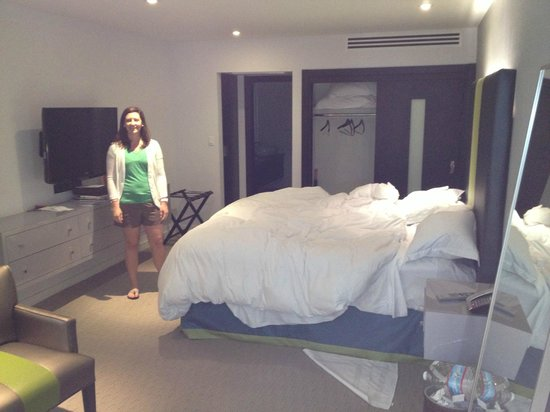Sunset Marquis: bedroom