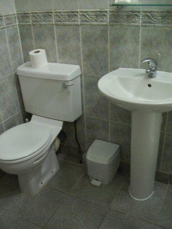 Helen Hotel : Bathroom