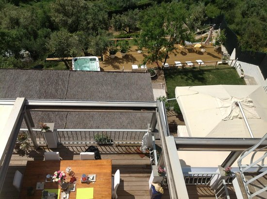 Sestosenso Suites: Top view of breakfast area and terrace