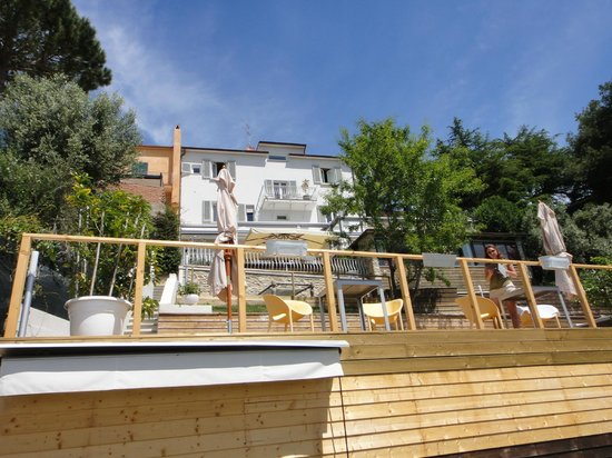 Sestosenso Suites: Terrace view from the garden