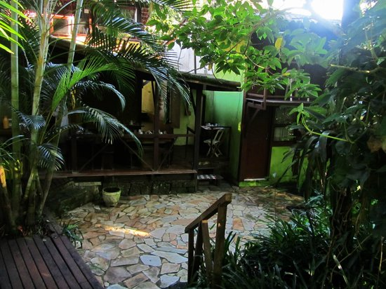 Pousada Guapuruvu : courtyard
