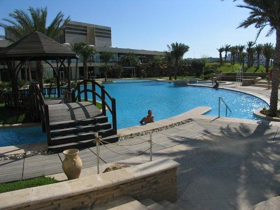 Movenpick Hotel & Casino Malabata Tanger: Piscina