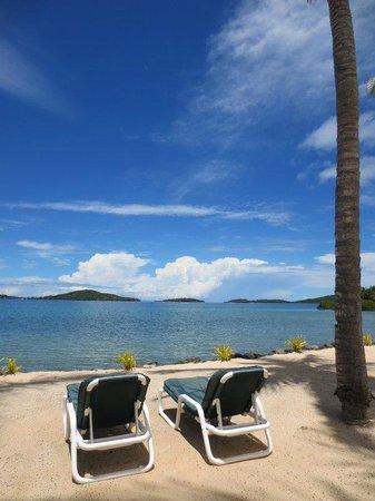 Wananavu Beach Resort: Beachside