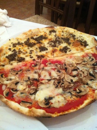 Country House Il Pozzo : pizza with truffles!