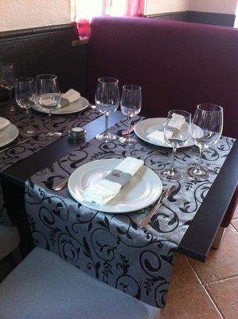Vil's Restaurante de Aromas & Sabores: The restaurant changes at night.