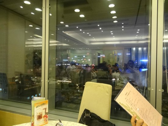 Kung Tak Lam: restaurant ambience - as reflected in the window panes
