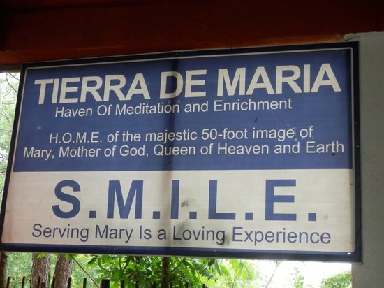 Our Lady of Manaoag/Tierra de María (Muttergottes von Manaoag): Signage