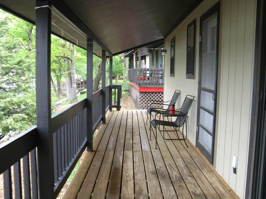 Breezy Point Resort: Front porch of cabin