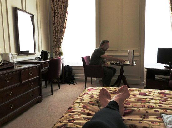 Wessex Royale Hotel: Relaxing with a chess board
