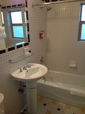 Inn at El Gaucho : Nice Bathroom, Plush Towels, Robes