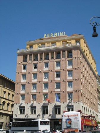 Sina Bernini Bristol: Facade de l'hotel sur la place Barberini
