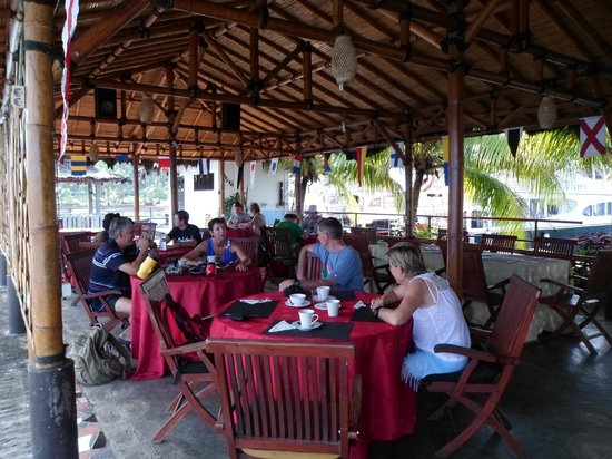 Tasik Ria Resort Manado: Breakfast on the Jetty