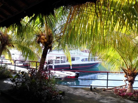 Tasik Ria Resort Manado: Dive boat view from the breakfast dining room