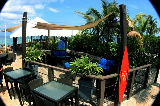 Rackam's Waterfront Restaurant & Bar : A beautiful sunny morning at rackams waterfront restaurant and bar area. grand Cayman islands