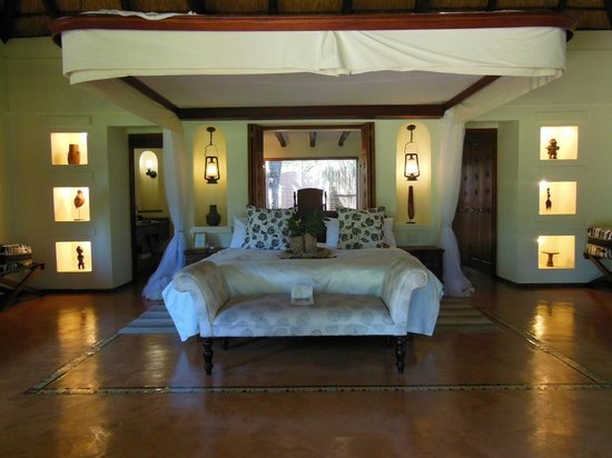Sanctuary Chobe Chilwero: View of the room as you walk in - massive and comfortable