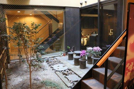 Futons picture of kyomachiya ryokan sakura honganji for Hotel jardin de fleurs kyoto