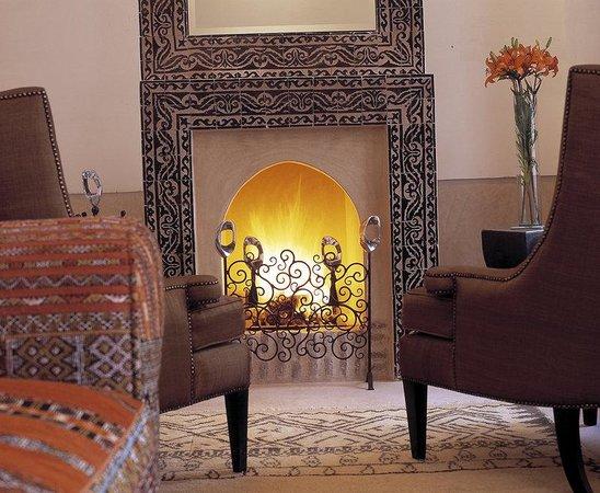 Riad Farnatchi: Fireplace Salon