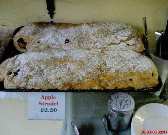 Cafe Edelweiss : apple strudel