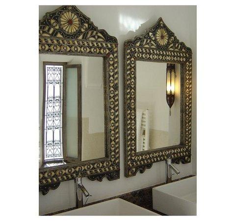 Riad Farnatchi: Bathroom