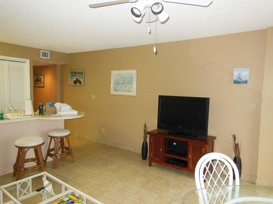Ocean Pointe Suites at Key Largo: Living room area
