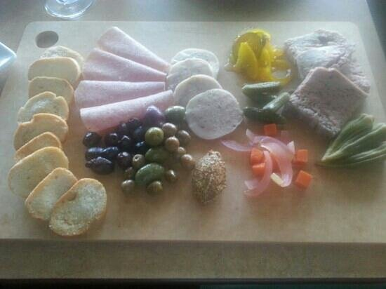 Ruthie D's Dining and Spirits: Charcuterie platter