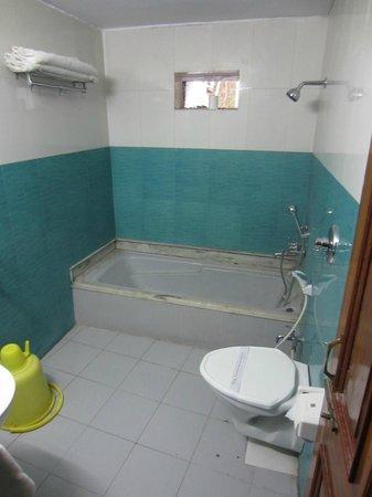 Hotel Tathagat International : the nightmarish bathroom