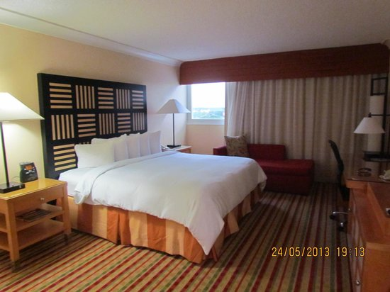 Renaissance Orlando Airport Hotel: inside the room