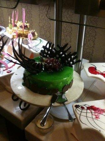 Royal Dragon Hotel: Spongecake for dessert at Dinner - awesome!!!