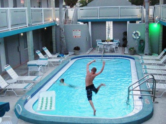 Camelot Beach Resort: pool fun