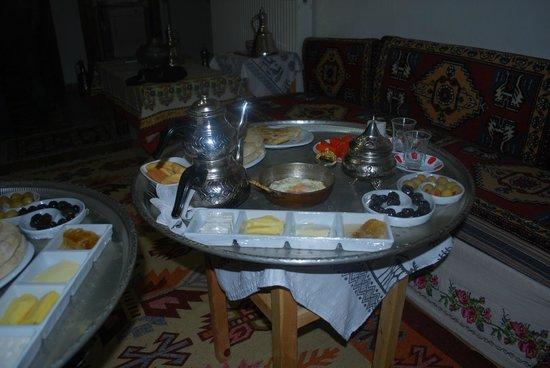 Memiszade Konagi: Kahvaltı1