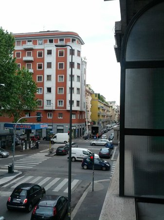 Soperga Hotel: Street view from the balcony