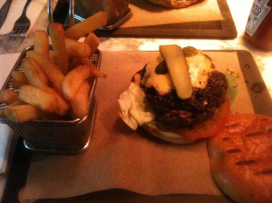 Eat 17 : Bacon jam Cheese burger and chips