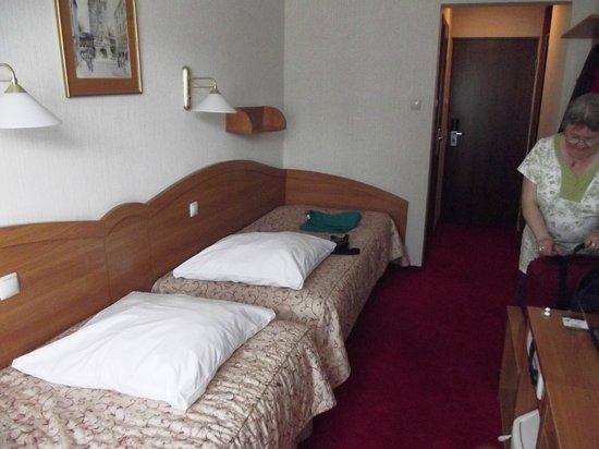 Hotel Wyspianski: The rather odd twin beds.