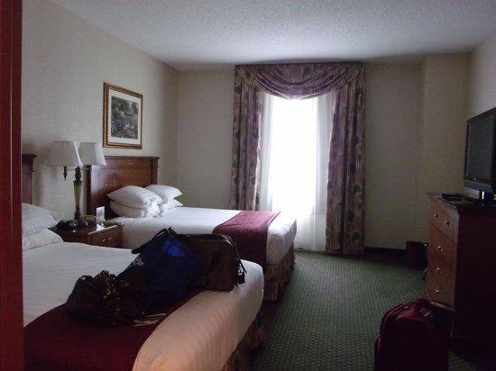 Drury Inn & Suites Charlotte Northlake : Spacious Clean Rooms