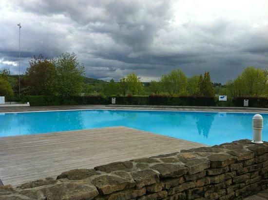 La Pergola: Large pool