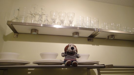 Monkbridge Court Holiday Apartments: Lots of shiny dishes