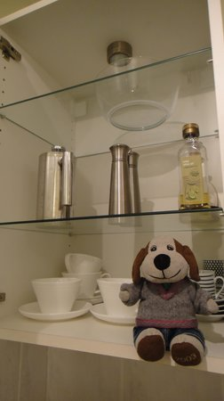 Monkbridge Court Holiday Apartments: Salt and Pepper in the cupboard
