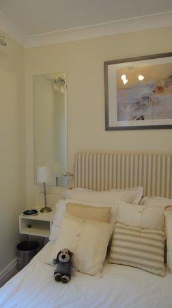 Monkbridge Court Holiday Apartments: Enjoying my comfy bed