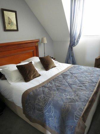 Hotel de la Paix: Master bedroom